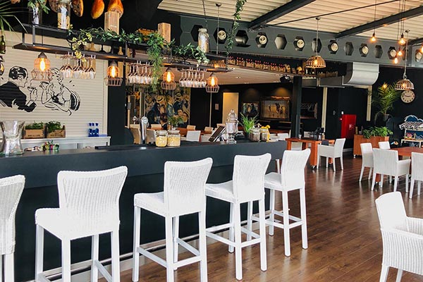interieur bar van Brasserie De Zon